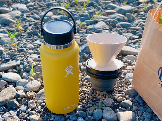 河原でコーヒーを入れるドリップセット