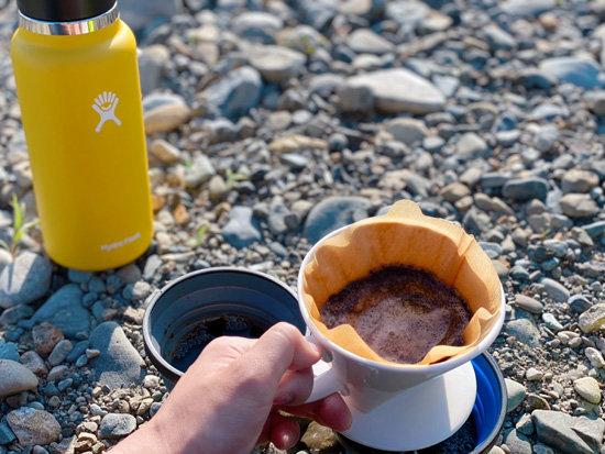 河原でコーヒードリップ中